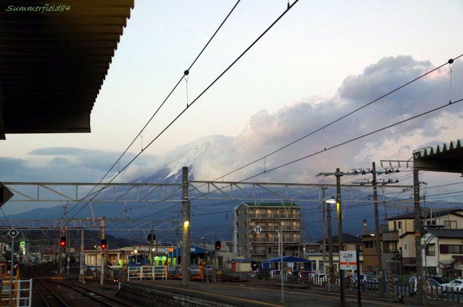 日没直後の富士山@富士川駅ホーム